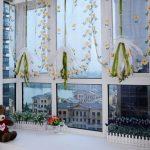 яркие шторы в детскую комнату для мальчика в интерьере комнаты картинка