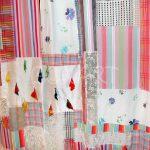 яркие шторы в комнату для девочки в интерьере комнаты дизайн