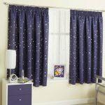 светлые шторы в детскую комнату в интерьере спальни фото