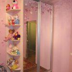 зеркальный раздвижной шкаф купе в детскую комнату дизайн