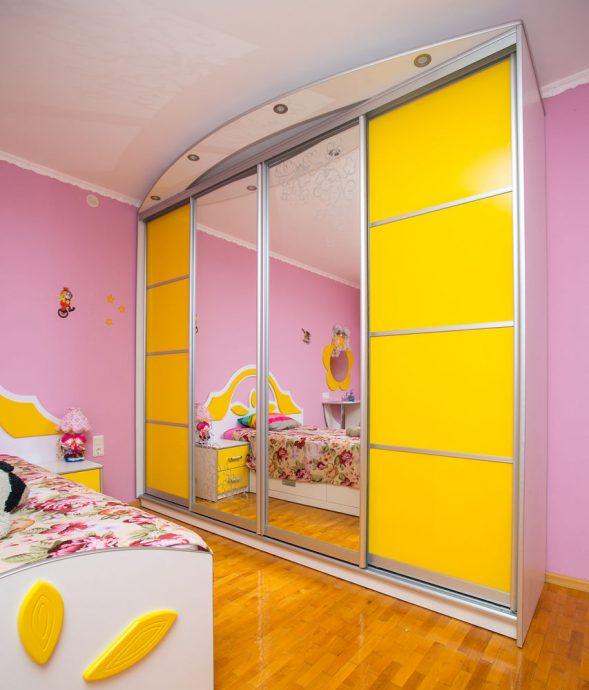 цветной раздвижной шкаф купе в детскую комнату