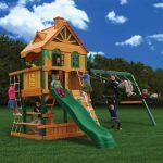 красивая детская площадка из подручных средств на даче