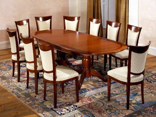 Обеденный стол для большой компании