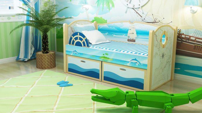 красивая кровать с бортиками в комнате