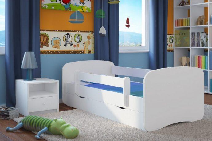 большая кроватка с бортиками в дизайне комнаты