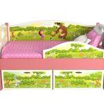 красивая кровать с бортиками в интерьере комнаты конструкция