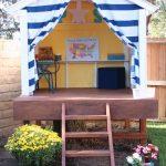 интерьер красивого детского домика из массива дерева