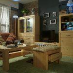 мебель из массива дерева в интерьере комнаты сборка