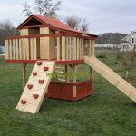 дизайн яркого домика из массива дерева