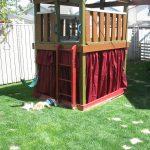 интерьер небольшого детского домика из массива дерева
