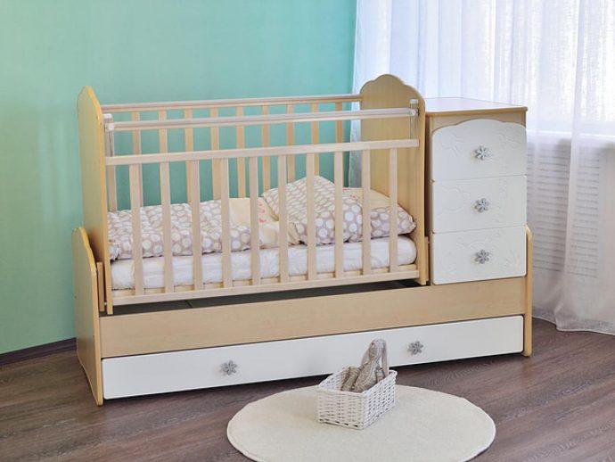 удобная кроватка для ребенка маятник для мальчика