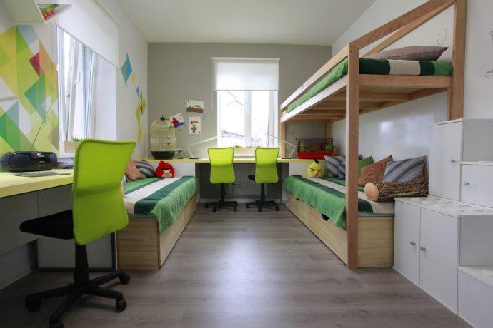 светлая спальня для двоих мальчиков дизайн