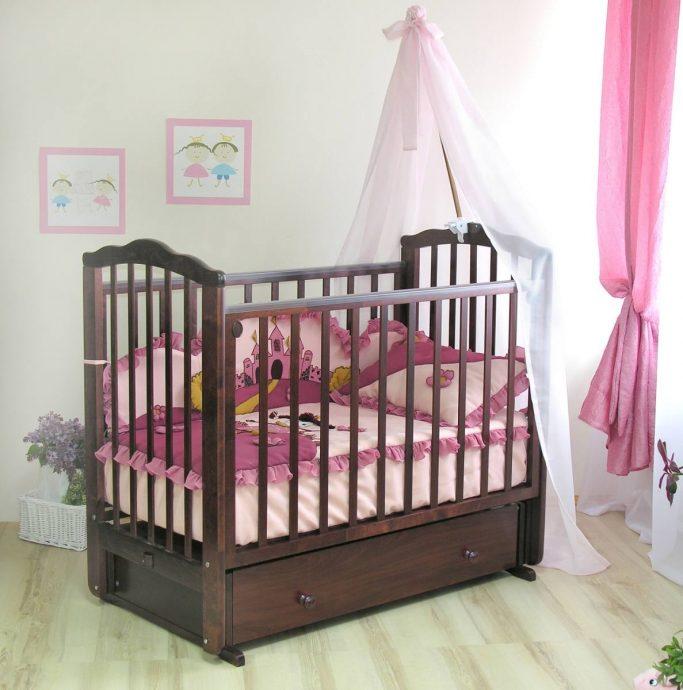 удобная кроватка трансформер маятник для девочка