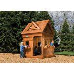 дизайн небольшого детского домика из массива дерева