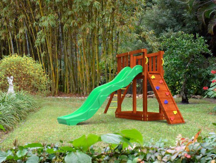 деревянная игровая площадка из подручных средств на даче