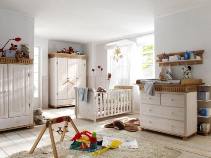 детская мебель из дерева в интерьере комнаты